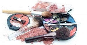 makeup a akné