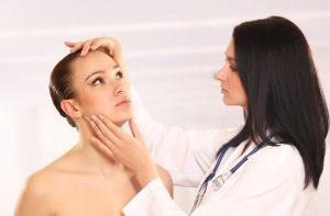 kožný lekár a akné